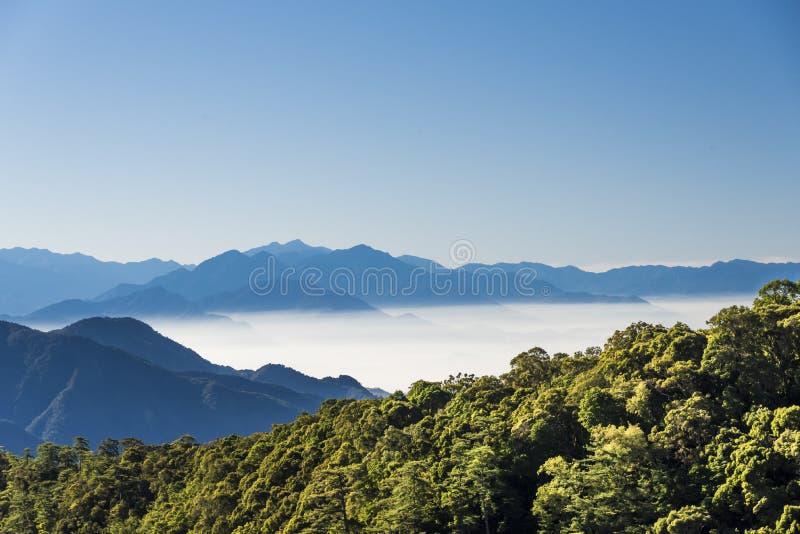 Montanhas de Smokey em Taiwan imagens de stock