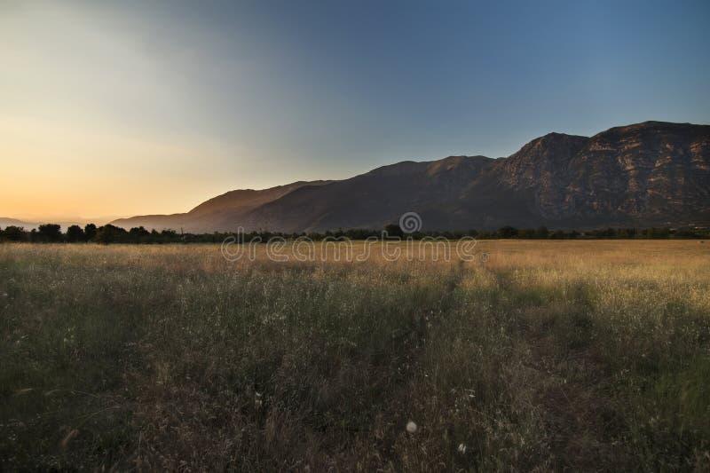 Montanhas de Sulmona & de Apennine, Abruzzo, Itália fotografia de stock royalty free