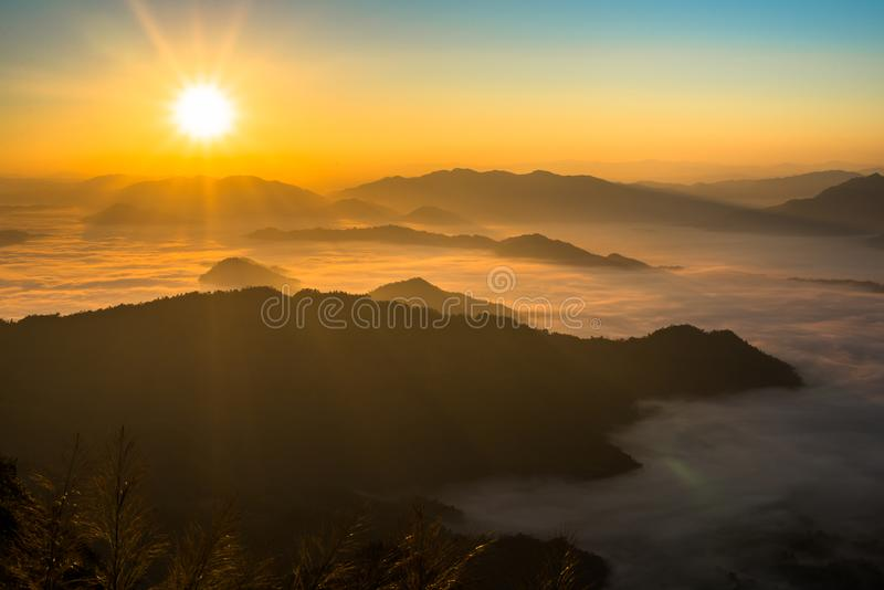 Montanhas de surpresa em Tail?ndia do norte foto de stock royalty free