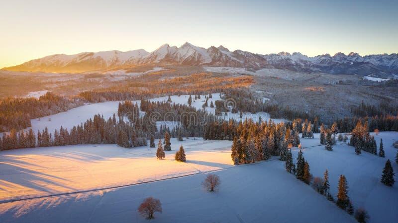 Montanhas de Tatra do inverno no nascer do sol fotos de stock royalty free