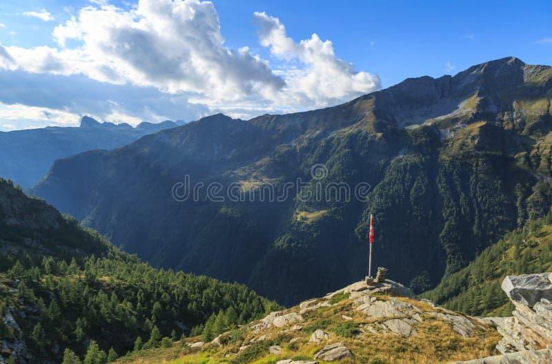 Montanhas de Ticino! imagem de stock