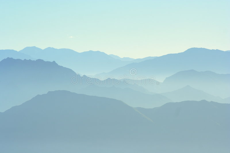 Montanhas distantes fotografia de stock royalty free