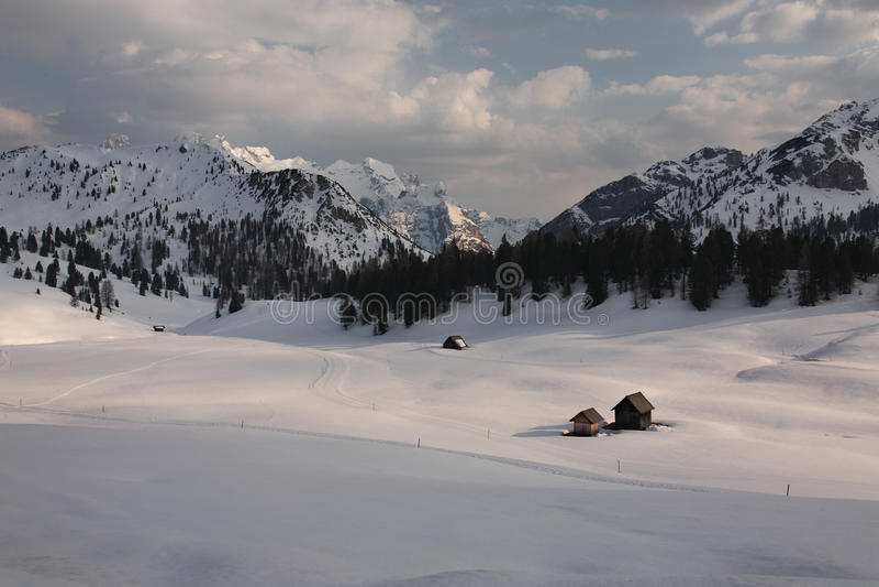 Montanhas do inverno fotografia de stock royalty free