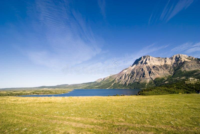 Montanhas do parque nacional dos lagos Waterton fotografia de stock