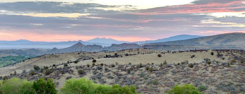 Montanhas dos Dells do granito do nascer do sol, Prescott, o Arizona EUA imagem de stock royalty free