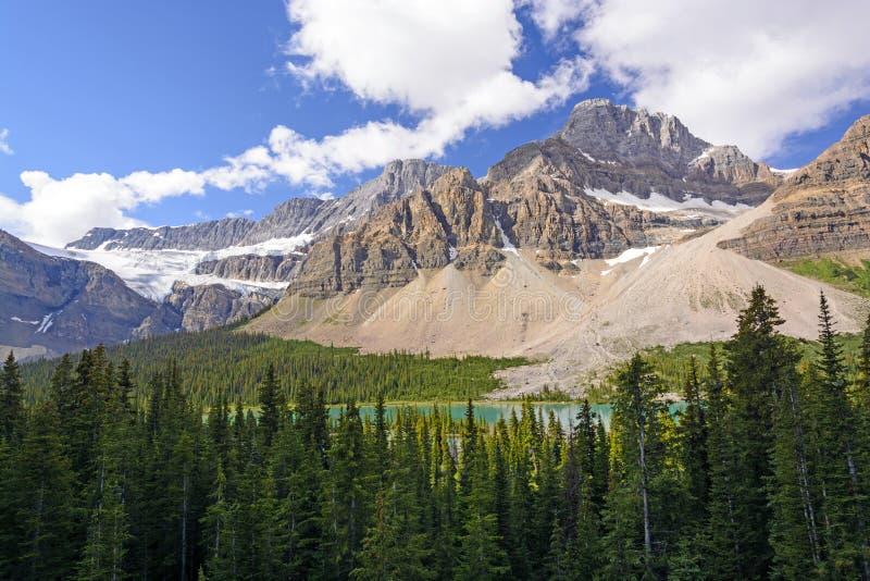 Montanhas dramáticas em um dia de verão imagens de stock