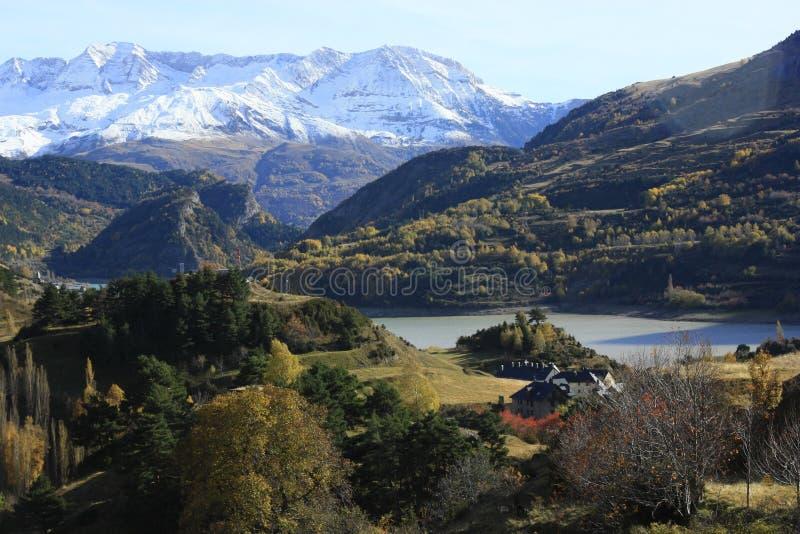 Montanhas e árvores llego do ¡ em Pyrenees, Sallent de gà fotografia de stock royalty free