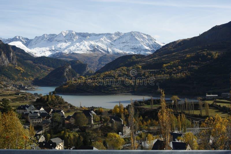 Montanhas e árvores llego do ¡ em Pyrenees, Sallent de gà fotos de stock royalty free