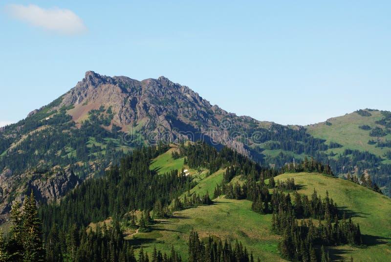 Montanhas e céu foto de stock royalty free