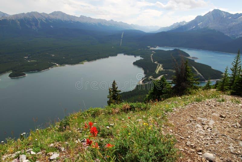 Montanhas e lago fotos de stock royalty free