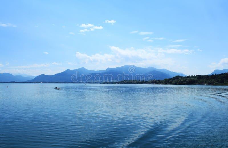 Montanhas e lagos foto de stock royalty free