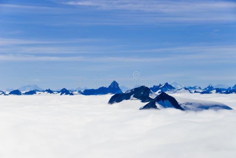 Montanhas e neve em Alaska fotografia de stock