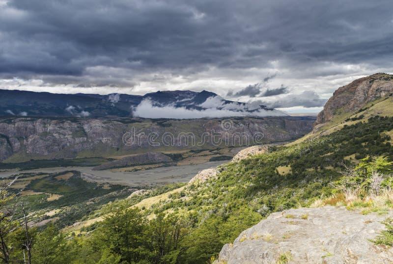 Montanhas e rios Andes no Vale, na Argentina fotografia de stock
