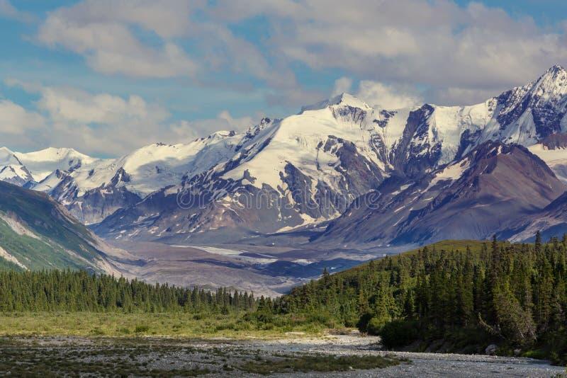 Montanhas em Alaska imagem de stock royalty free