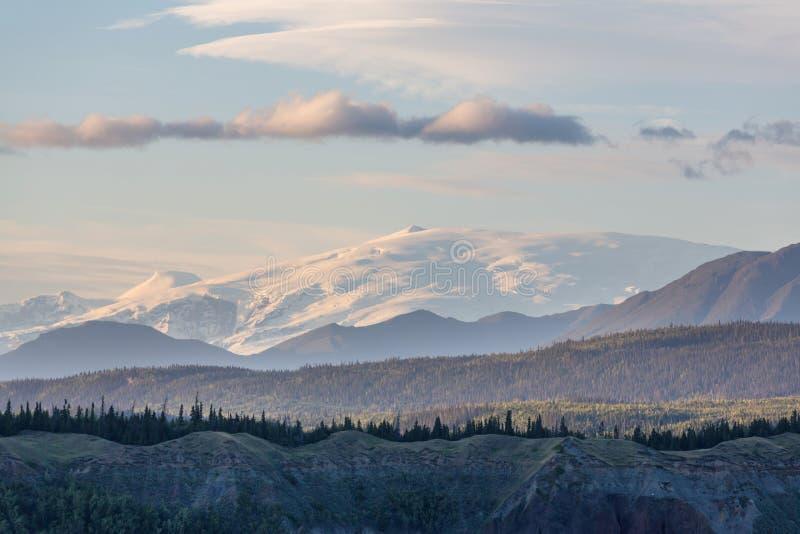 Montanhas em Alaska foto de stock royalty free