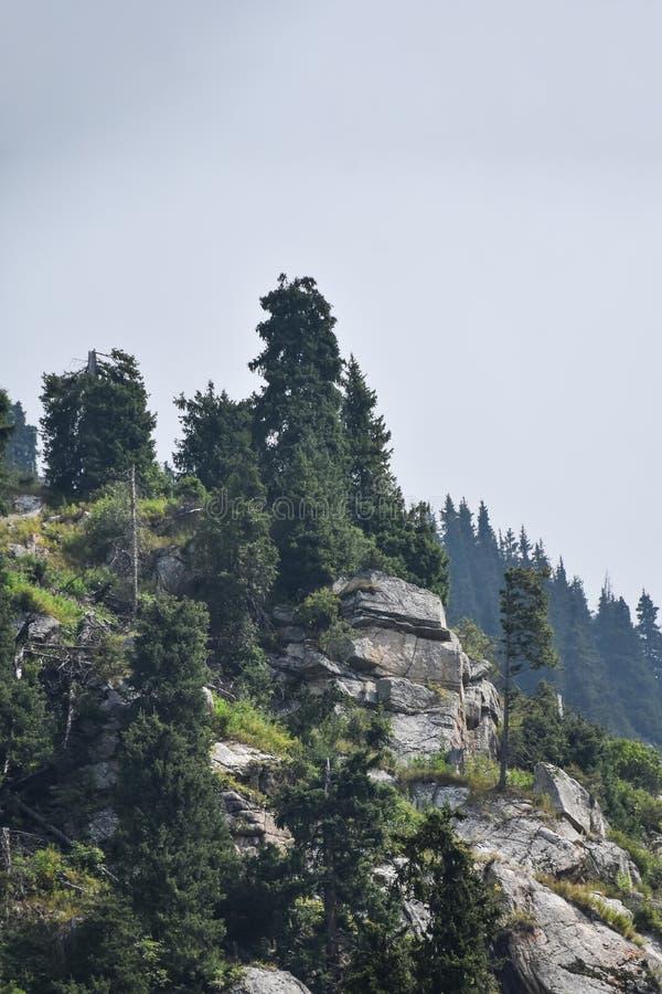 Montanhas em Cazaquistão, Almaty Shymbulak Chimbulak fotos de stock