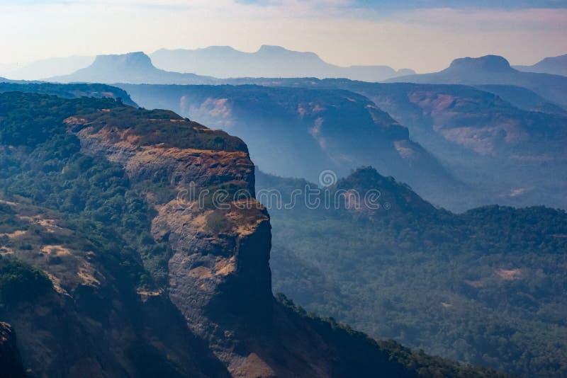 Montanhas em Lonavala, Índia fotos de stock