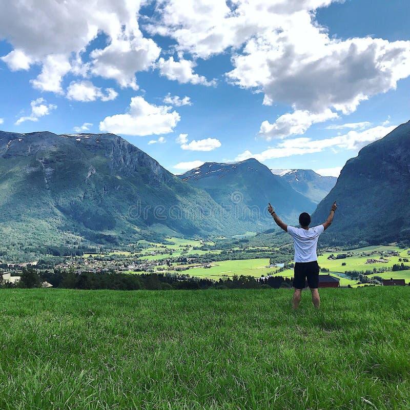 Montanhas em Noruega fotografia de stock royalty free