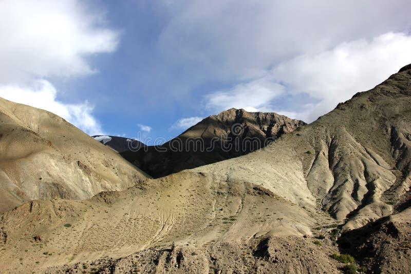 Montanhas estéreis da escala de Stok imagem de stock