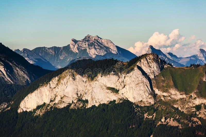 Montanhas francesas dos cumes imagens de stock