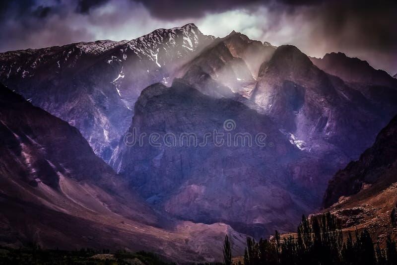 Montanhas impressionantes de Karakorum fotos de stock royalty free
