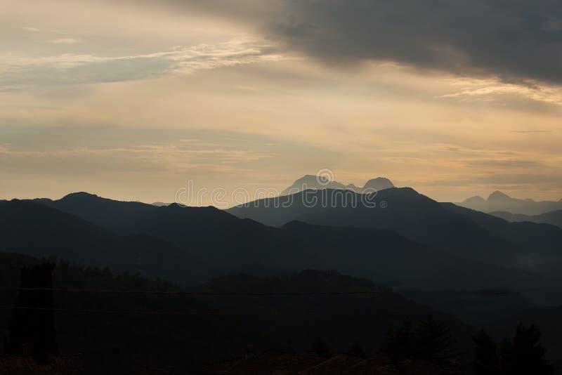 Montanhas Itália de Carrara imagem de stock