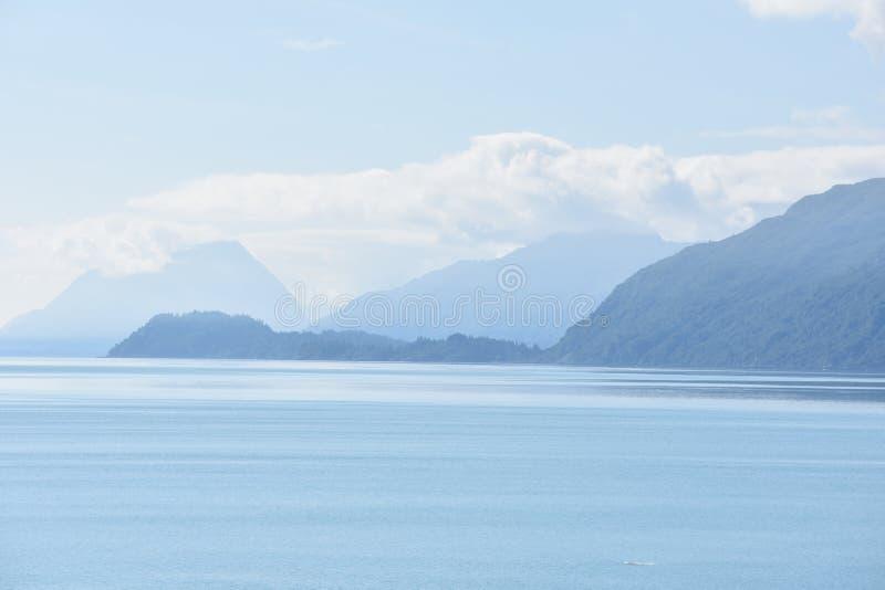 Montanhas na distância fotos de stock