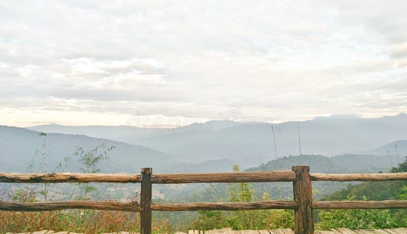 Montanhas na Tailândia do norte superior fotografia de stock royalty free
