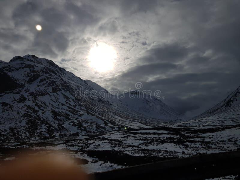 Montanhas nevado de Escócia imagens de stock royalty free