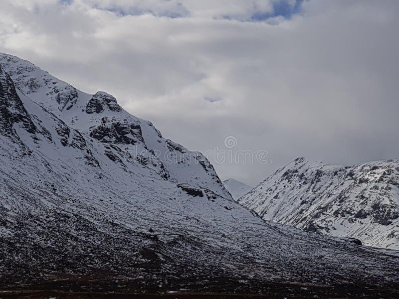 Montanhas nevado de Escócia foto de stock royalty free