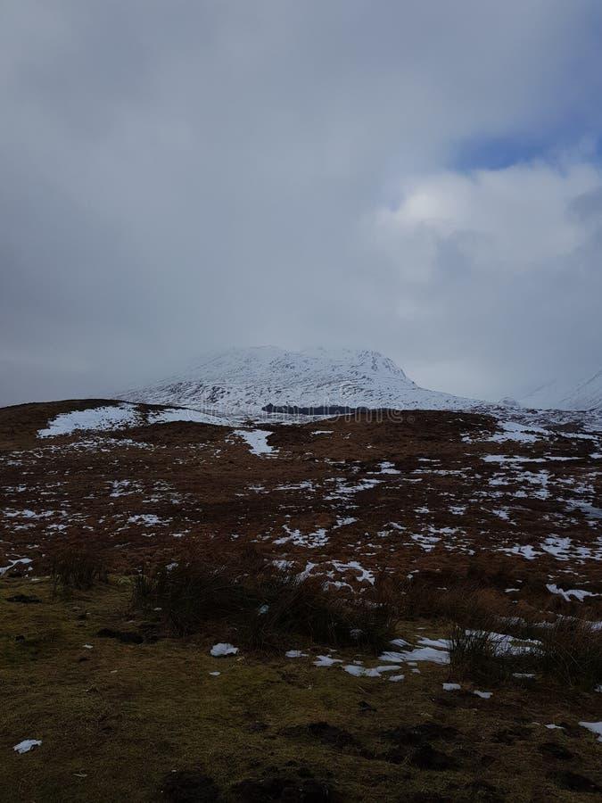Montanhas nevado de Escócia imagem de stock royalty free