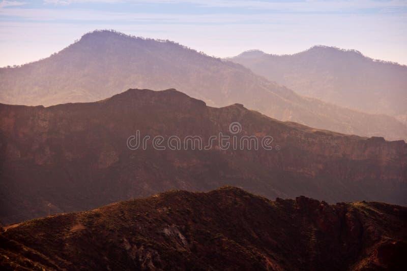 Montanhas no crepúsculo imagem de stock