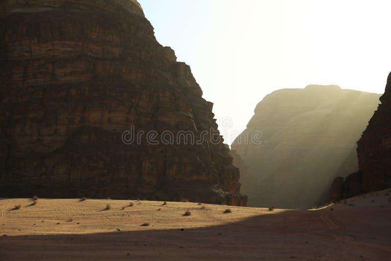 Montanhas no deserto de Wadi Rum, Hashemite Kingdom of Jordan imagem de stock royalty free