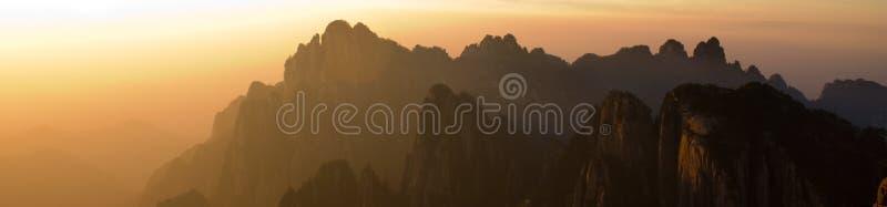 Montanhas no por do sol foto de stock royalty free