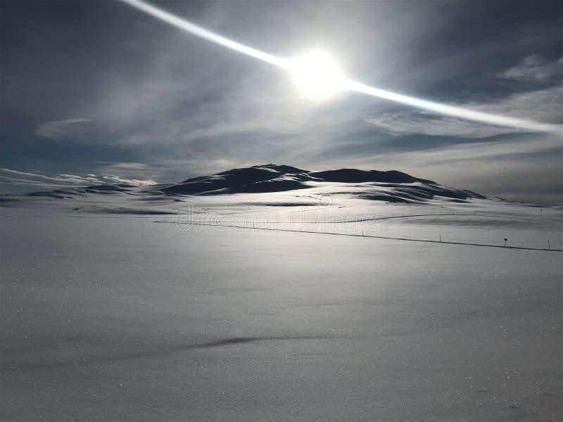 Montanhas no sol foto de stock