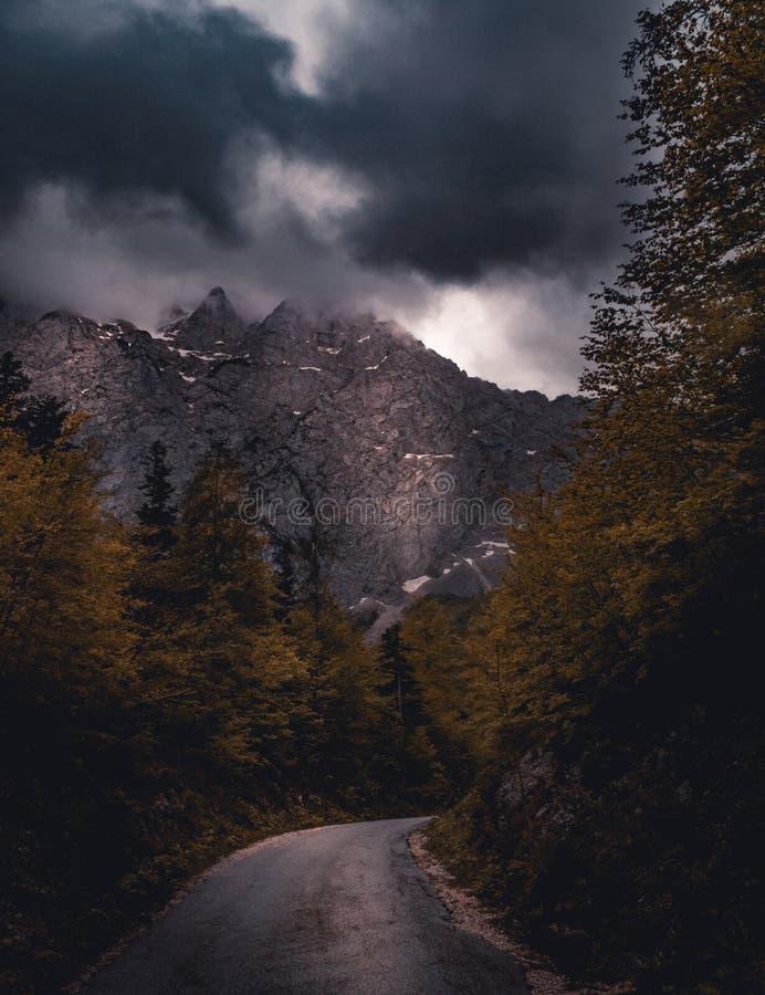 Montanhas no vale de Logar imagens de stock