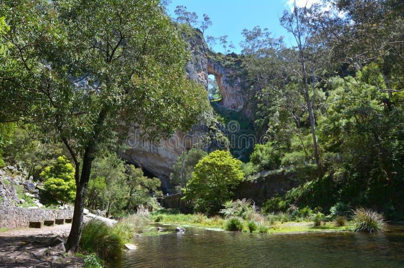 Montanhas Novo Gales do Sul Austr de Carlotta Arch Jenolan Caves Blue foto de stock