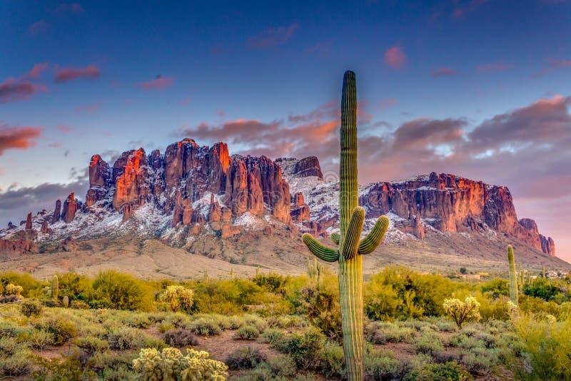 Montanhas o Arizona da superstição fotografia de stock royalty free