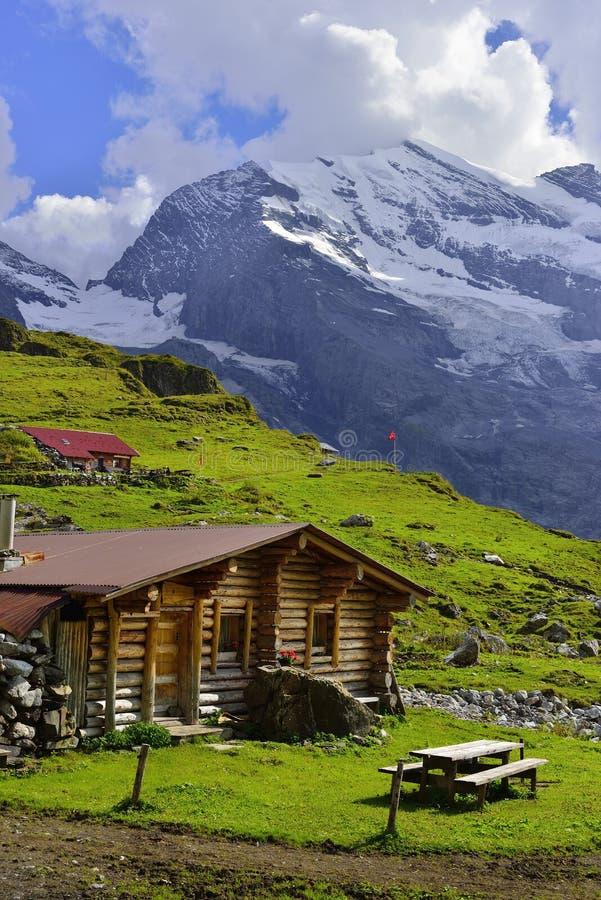 Montanhas perto de Oeschinensee, Kandersteg Berner Oberland switzerland fotos de stock royalty free
