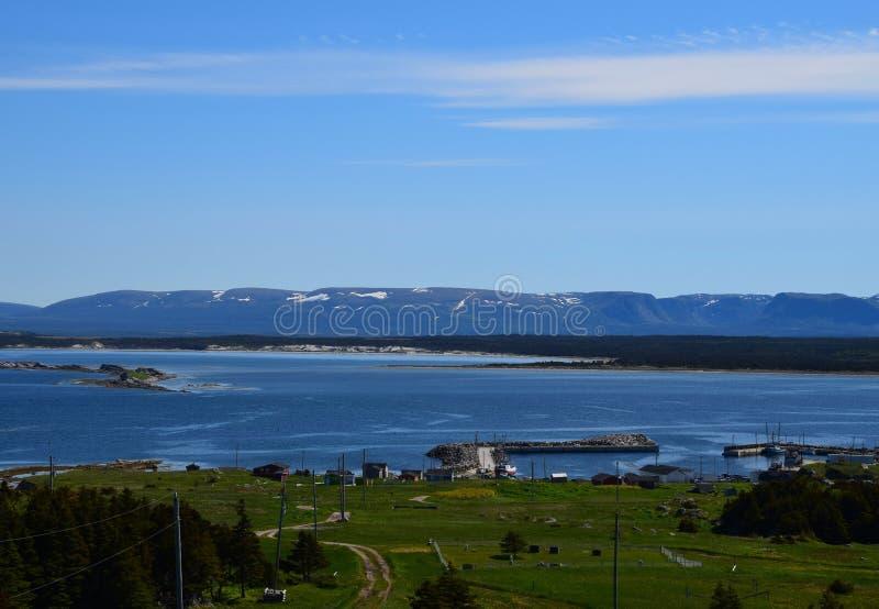 Montanhas principais do seascape e da longa distância da vaca imagem de stock