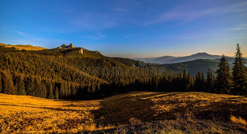 Montanhas Raraul Romênia imagem de stock royalty free