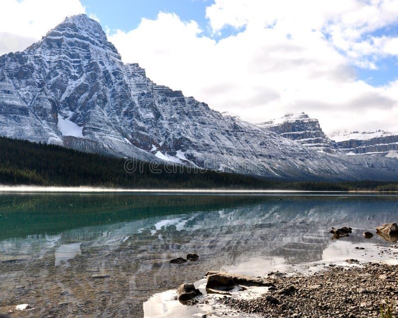 Montanhas rochosas canadenses geladas imagens de stock