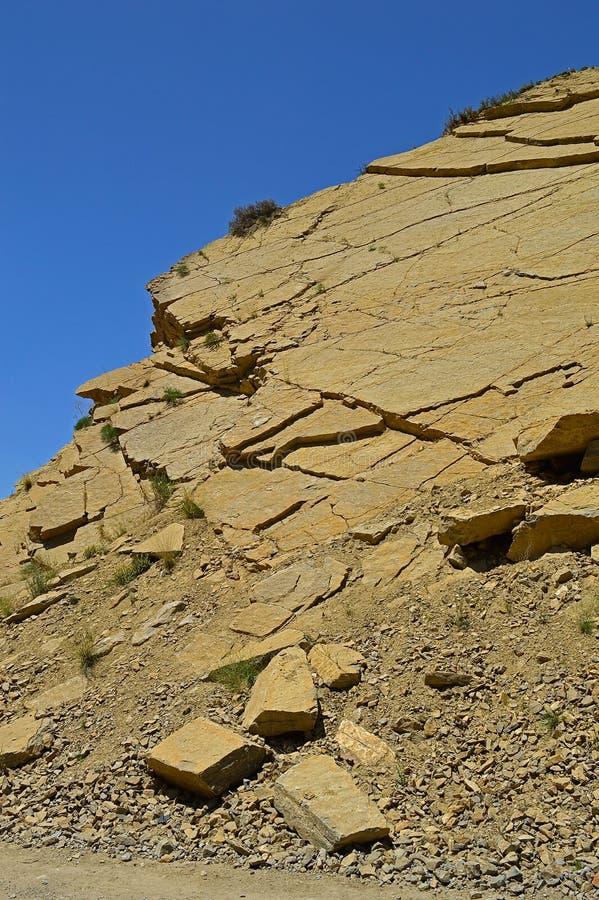 Montanhas rochosas perto da cidade de Tamasha imagem de stock