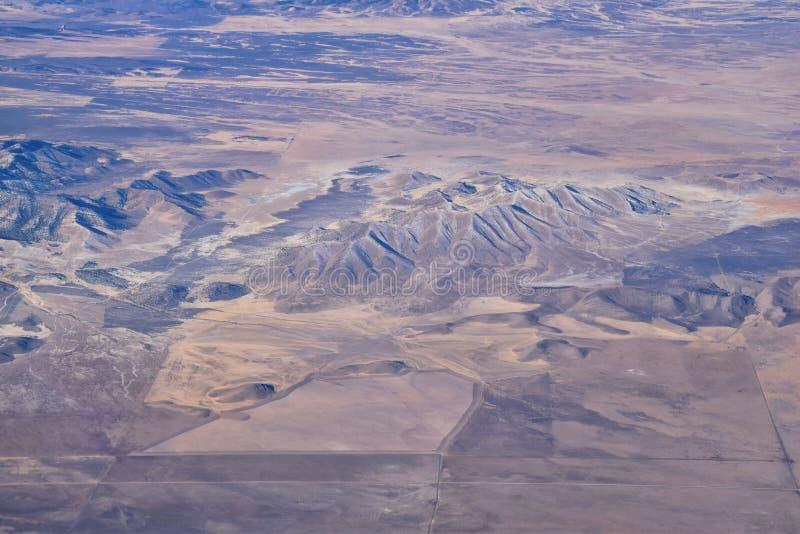 Montanhas Rochosas, visões aéreas de alcance Oquirrh, Rocha Frente de Wasatch do avião South Jordan, West Valley, Magna e Herrima imagens de stock royalty free