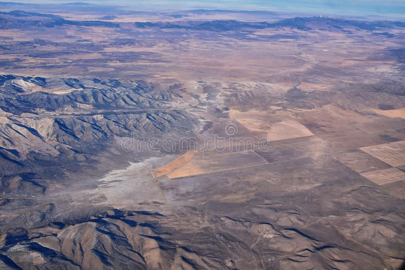 Montanhas Rochosas, visões aéreas de alcance Oquirrh, Rocha Frente de Wasatch do avião South Jordan, West Valley, Magna e Herrima fotografia de stock royalty free