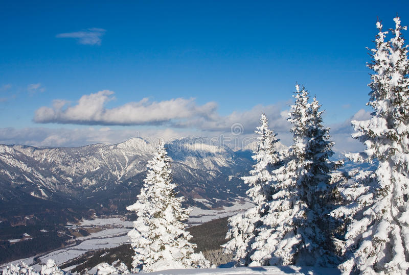 Montanhas sob a neve. Schladming. Áustria imagem de stock royalty free