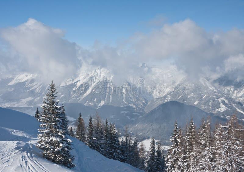 Montanhas sob a neve. Schladming. Áustria fotografia de stock