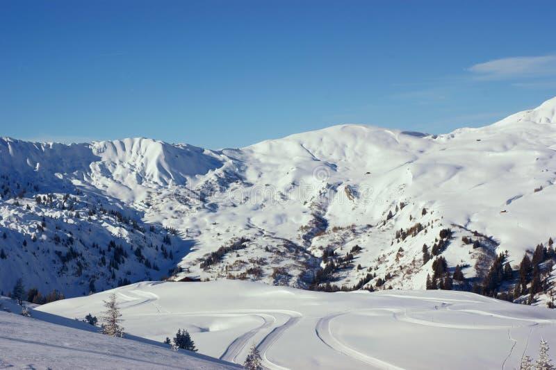 Download Montanhas suíças foto de stock. Imagem de quiet, inverno - 12810122
