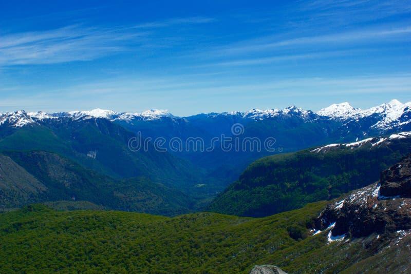 Montanhas verdes fotos de stock