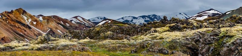 Montanhas vulcânicas coloridas bonitas Landmannalaugar em Islândia imagens de stock